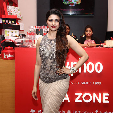 Typhoo sets the mood before the show as a showstopper for designer Sonaakshi with Prachi Desai