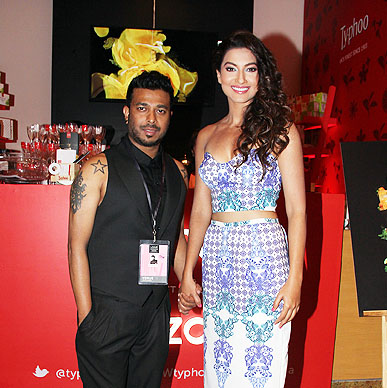 Big Boss 7 winner Gauhar Khan could not help dropping by at Typhoo Zone and relish her favourite flavour